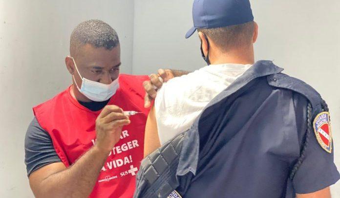 Prefeitura vacina agentes da Guarda Municipal contra a Covid-19