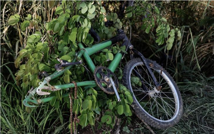 Uma criança de bicicleta e atingida por veículo e morre em niteroi