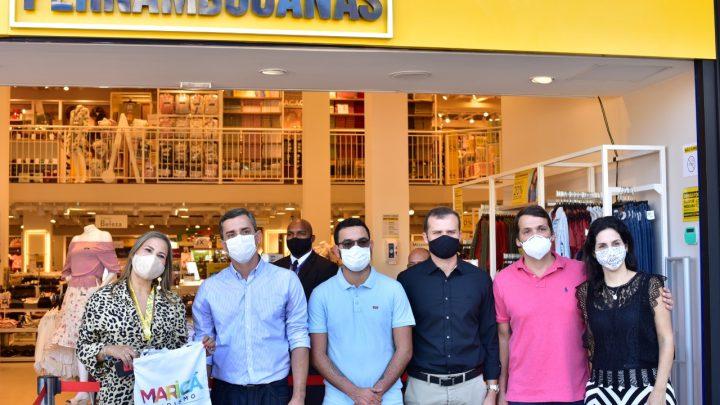 Prefeito participa de abertura de novo shopping no Centro de Maricá