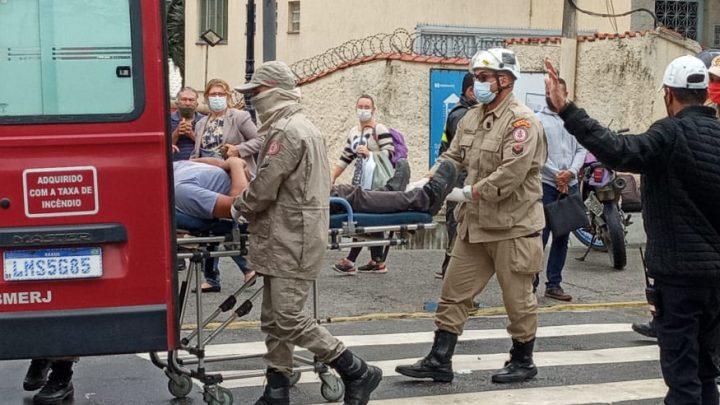 Motociclista fica ferido após acidente no centro de Maricá