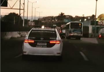 Mulher morre após ser esfaqueada pelo marido em São Gonçalo; filha de 5 anos e pais da vítima ficaram feridos
