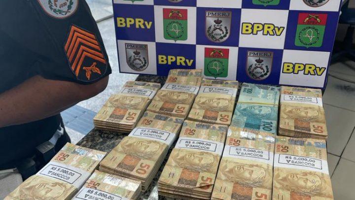 Dois homens são presos com grande quantidade de dinheiro na Via Lagos