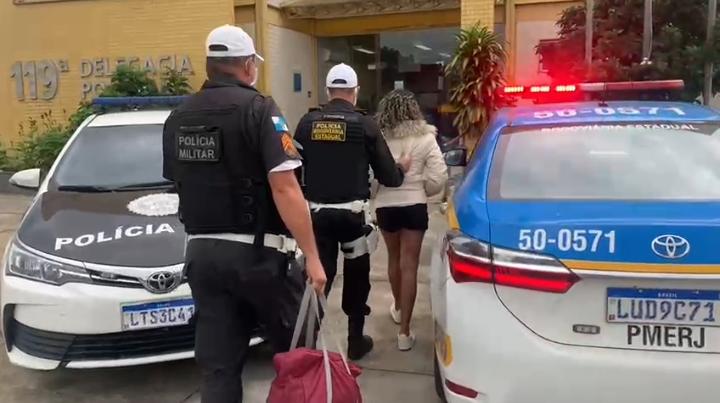 Uma mulher é presa transportando uma carga de drogas para Região dos Lagos
