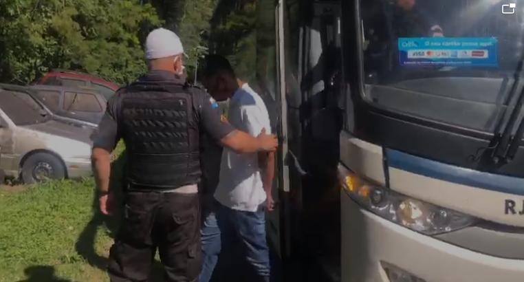 Um homem é preso transportando drogas dentro de ônibus para  Região dos Lagos