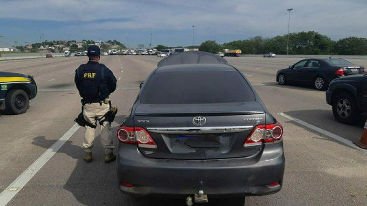 Ex-vereador é preso com carro roubado na BR-101, em Itaboraí