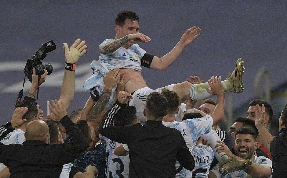 Argentina destrona o Brasil no Maracanã e é campeã da Copa América