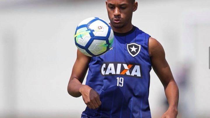 """Atleta de Niterói é apresentado ao """"ALTOS"""" e afirma: """"Vou honrar a camisa do Altos com muita entrega e Gooollls"""""""