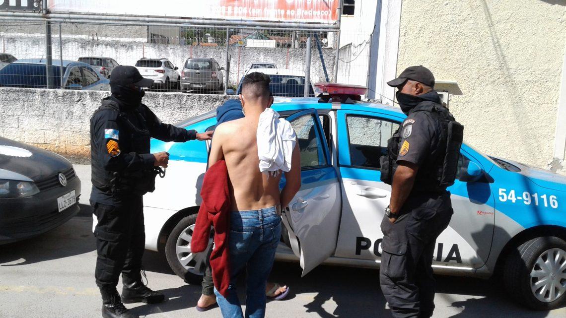 Dupla é preso após fazer arrastão na RJ 106 em Maricá