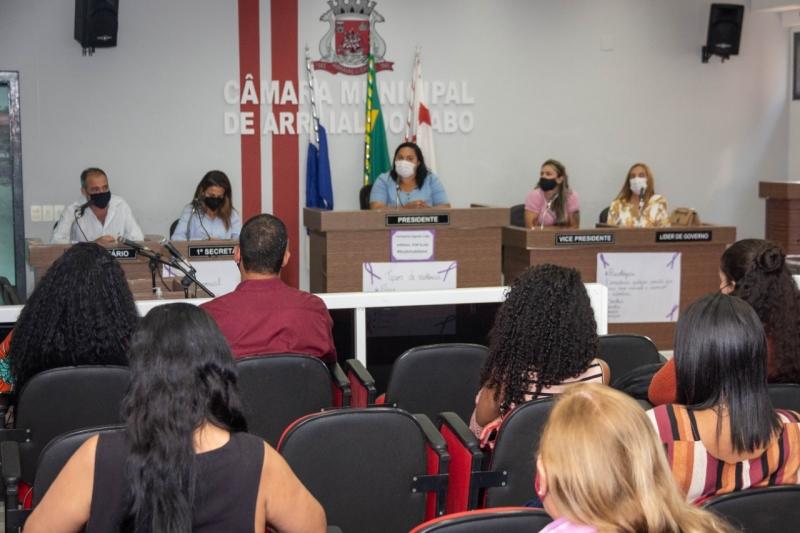 Primeira palestra do Agosto Lilás discute tipos de violência contra a mulher e importância das redes de apoio