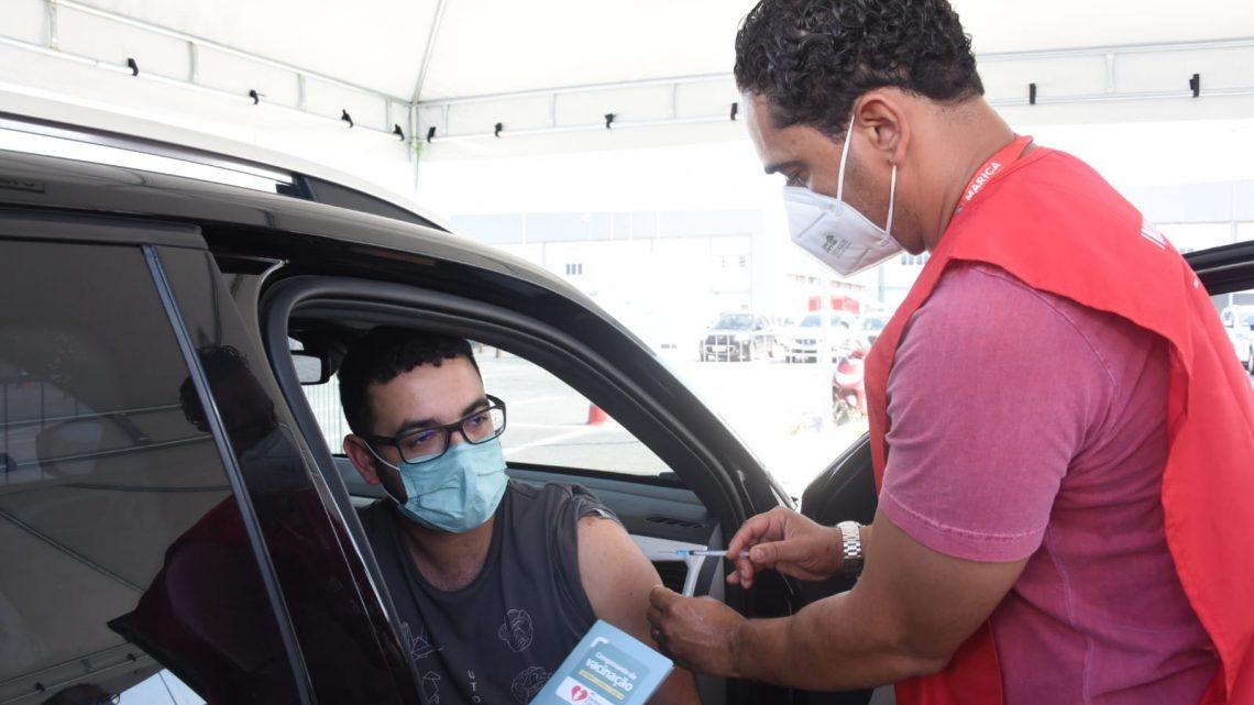 Vice-prefeito de Maricá recebe a 1ª dose da vacina contra a Covid-19