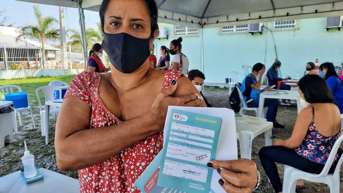 Maricá recebe 2.186 doses, avança vacinação por idade e garante segunda dose