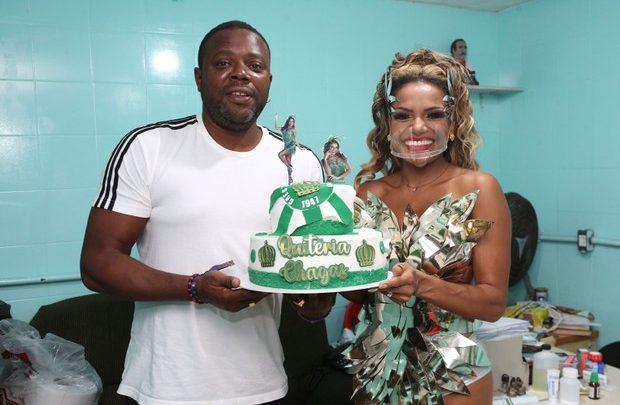 Quitéria Chagas celebra 41 anos com Érico Brás em evento da Império Serrano no Rio